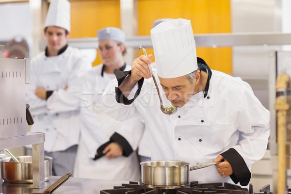 Szakács kóstolás diákok munka konyha tanár Stock fotó © wavebreak_media