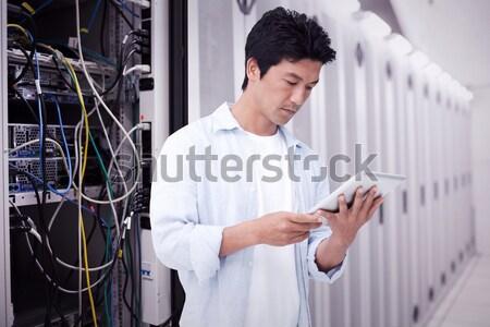 Сток-фото: человека · сервер · обслуживание · таблетка · прихожей
