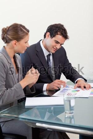 Uitleggen onderzoek resultaten business papier Stockfoto © wavebreak_media