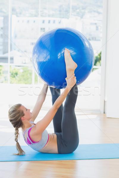 женщину осуществлять мяча фитнес Сток-фото © wavebreak_media