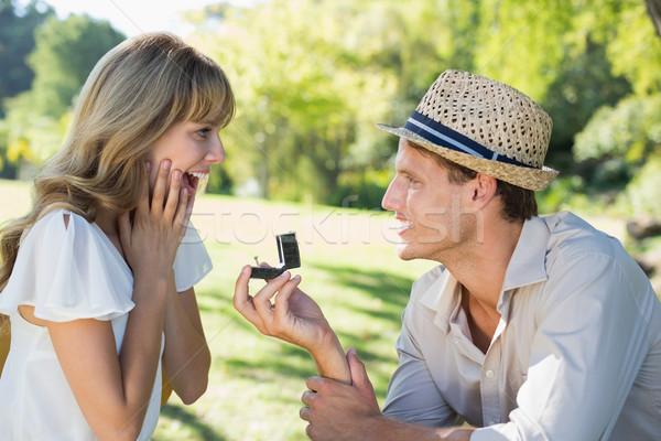 Man verrassend vriendin voorstel park Stockfoto © wavebreak_media