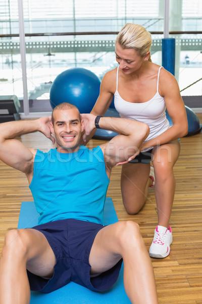 тренер человека брюшной фитнес студию улыбаясь Сток-фото © wavebreak_media