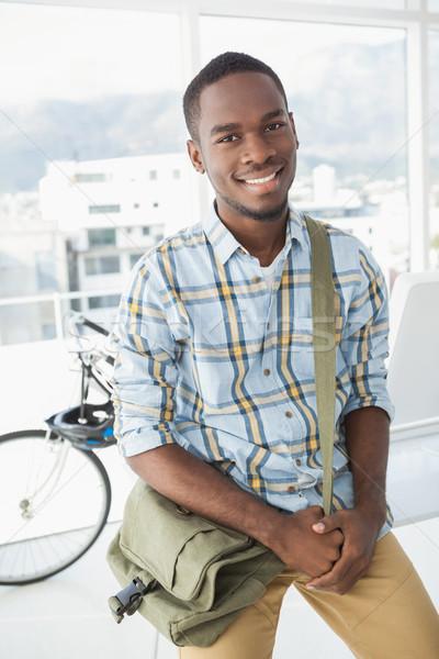 Vrolijk zakenman poseren schouder zak kantoor Stockfoto © wavebreak_media