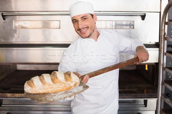 Gelukkig bakker uit vers brood Stockfoto © wavebreak_media