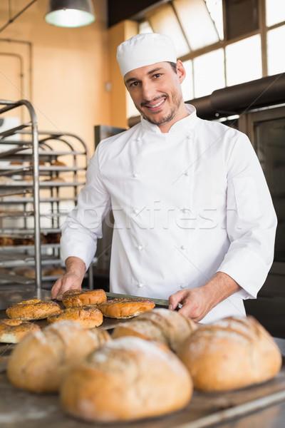 Mutlu fırıncı dışarı taze mutfak Stok fotoğraf © wavebreak_media