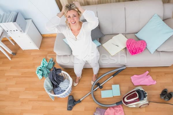 Arrabbiato donna caotico soggiorno aspirapolvere home Foto d'archivio © wavebreak_media