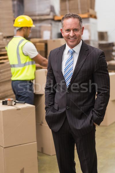 笑みを浮かべて 上司 立って 手 倉庫 ストックフォト © wavebreak_media