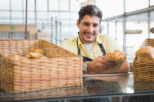 Sonriendo servidor delantal pan panadería Foto stock © wavebreak_media