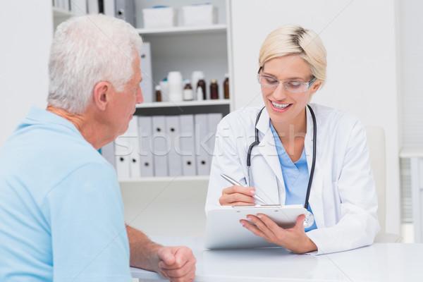 Lekarza piśmie recepta starszy człowiek kobiet Zdjęcia stock © wavebreak_media