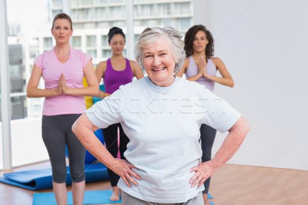 Senior mulher mãos quadril em pé ginásio Foto stock © wavebreak_media