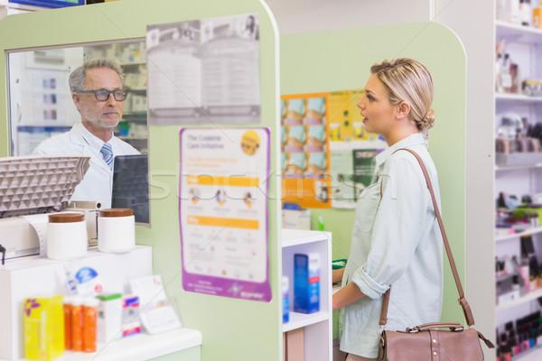 Farmacêutico alegre jovem cliente farmácia Foto stock © wavebreak_media