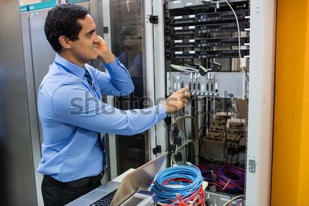 Técnico digital cabo servidores grande Foto stock © wavebreak_media