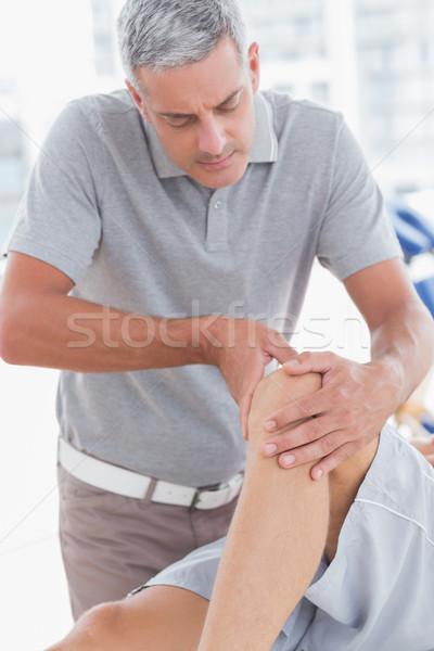 Człowiek kolano masażu medycznych biuro zdrowia Zdjęcia stock © wavebreak_media