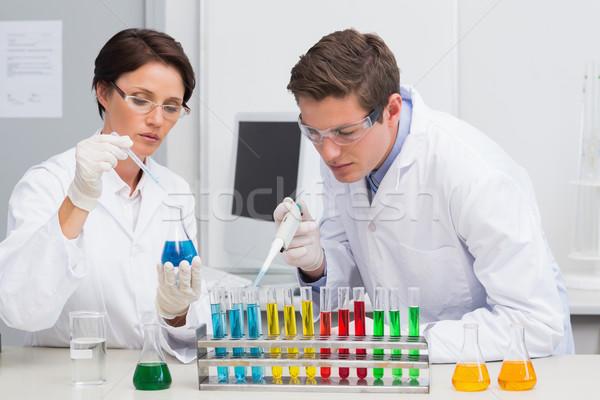 Científicos de trabajo tubo de ensayo laboratorio mujer médicos Foto stock © wavebreak_media