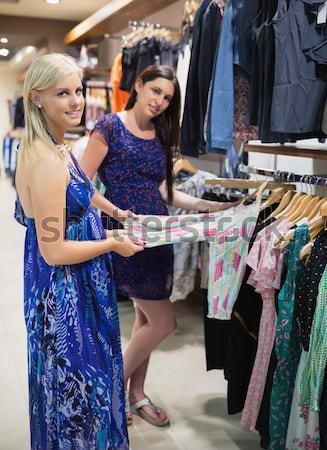 Csinos nő vásárol szexi fehérnemű pláza boldog Stock fotó © wavebreak_media