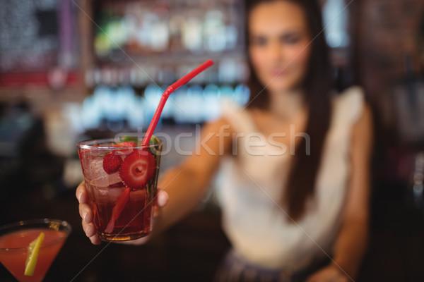 Feminino garçom coquetel beber bar Foto stock © wavebreak_media