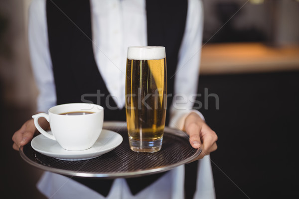 Serveerster dienblad koffie bier glas Stockfoto © wavebreak_media