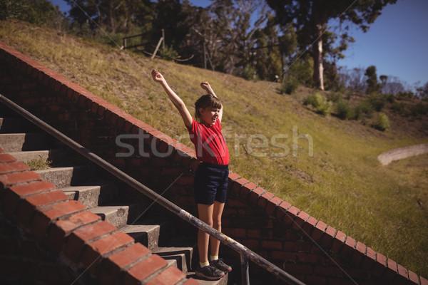 Niña feliz escalera arranque campamento Foto stock © wavebreak_media