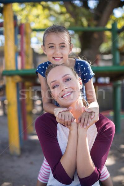 Mosolyog anya lánygyermek élvezi játszótér portré Stock fotó © wavebreak_media