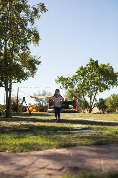 Meninas saltando gramíneo campo recreio céu Foto stock © wavebreak_media