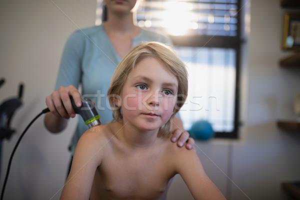 Blond Junge Sitzung weiblichen Therapeut Ultraschall Stock foto © wavebreak_media
