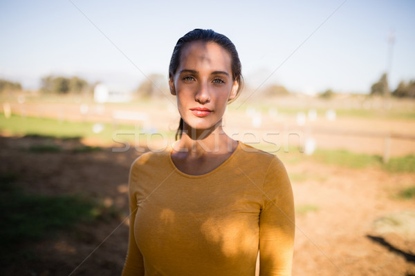 Retrato grave femenino jockey pie campo Foto stock © wavebreak_media