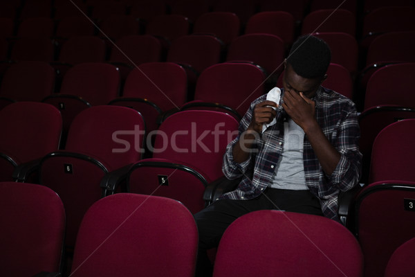 Homem assistindo filme teatro filme Foto stock © wavebreak_media