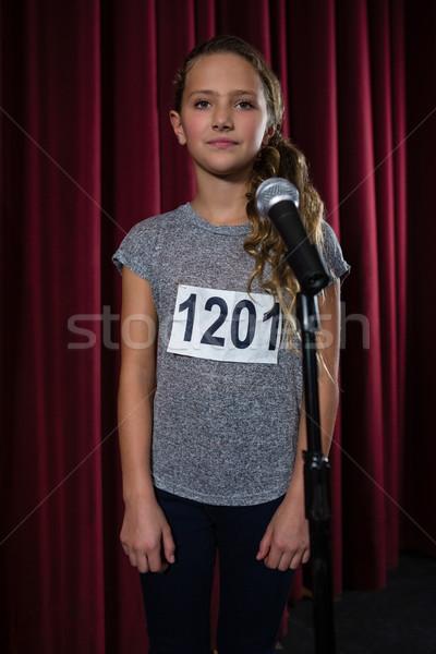 Nina pie frente micrófono etapa teatro Foto stock © wavebreak_media