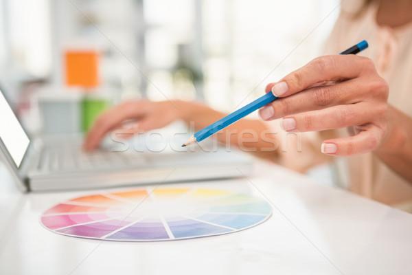 Casual disenador de trabajo portátil color tabla Foto stock © wavebreak_media