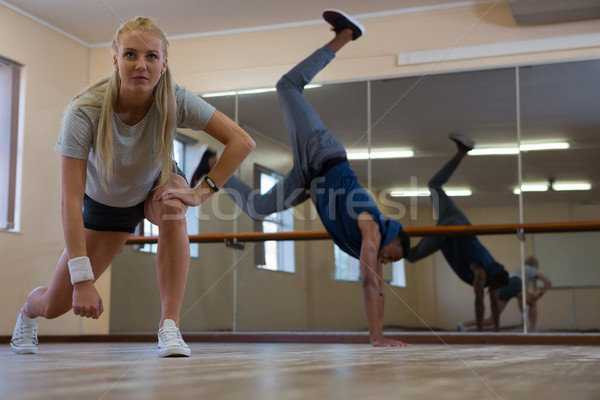 Táncosok gyakorol stúdió fiatal fapadló nő Stock fotó © wavebreak_media