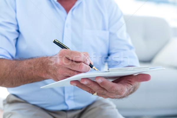 üzletember ír jegyzettömb ül kanapé férfi Stock fotó © wavebreak_media
