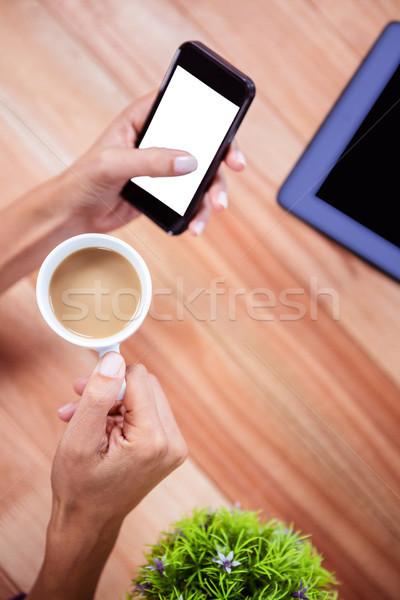 Kobiecy strony smartphone kawy kobieta Zdjęcia stock © wavebreak_media