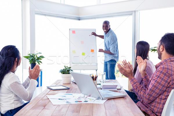 ストックフォト: ビジネスマン · プレゼンテーション · チーム · 拍手 · 創造