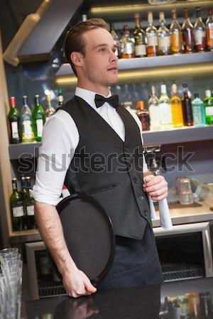Homme parler supérieurs serveuse verre bière Photo stock © wavebreak_media