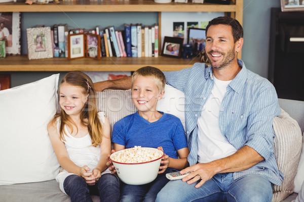 Wesoły rodziny oglądanie telewizji domu domu żywności Zdjęcia stock © wavebreak_media