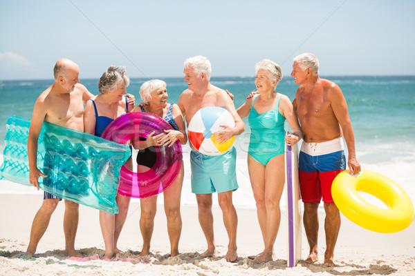 Idősek áll csetepaté tengerpart napos idő férfi Stock fotó © wavebreak_media