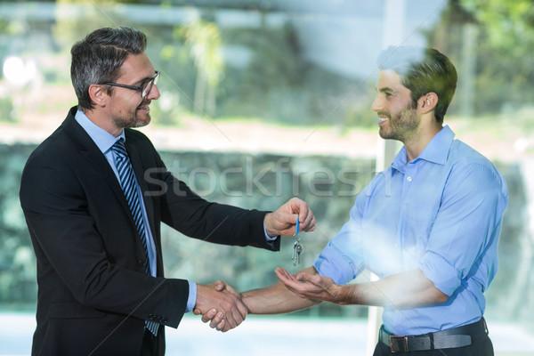 агент по продаже недвижимости курорта ключевые человека бизнеса бизнесмен Сток-фото © wavebreak_media