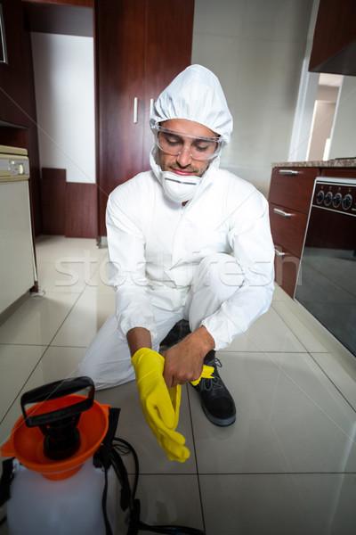 Manual trabalhador luvas cozinha Foto stock © wavebreak_media