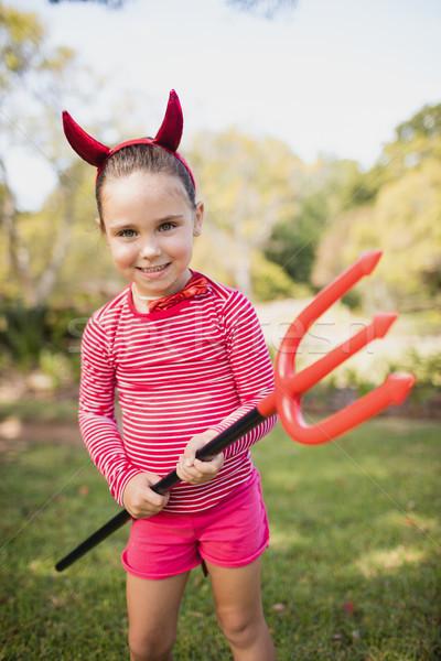 Petite fille permanent pansement up diable parc Photo stock © wavebreak_media
