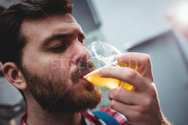 Producent pitnej piwa browar człowiek Zdjęcia stock © wavebreak_media
