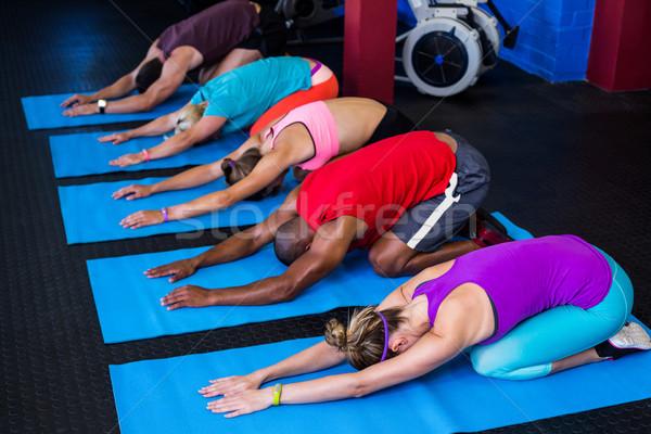 Emberek nyújtás térdel tornaterem fitnessz egészség Stock fotó © wavebreak_media