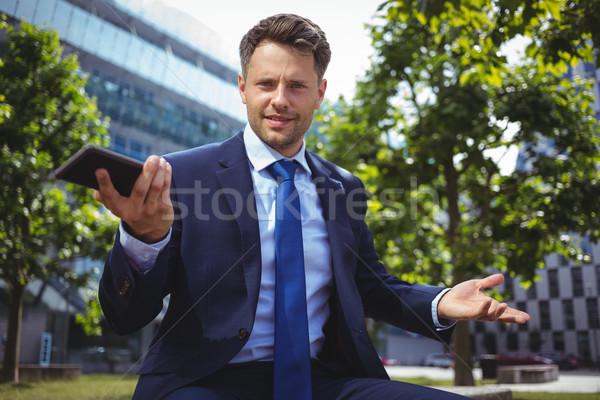 Retrato bonito empresário telefone móvel fora Foto stock © wavebreak_media