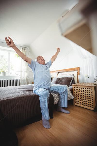 Stockfoto: Senior · man · bed · slaapkamer · gelukkig