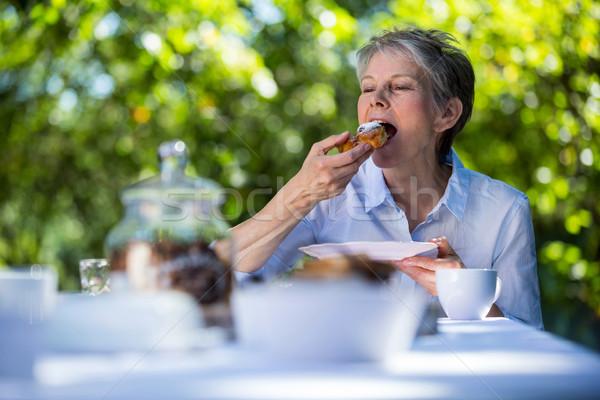 シニア 女性 食べ 甘い食べ物 庭園 ストックフォト © wavebreak_media