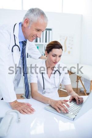 Chirurgo medico laptop clinica uomo Foto d'archivio © wavebreak_media