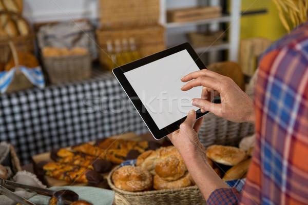 Női személyzet digitális tabletta pult pékség Stock fotó © wavebreak_media