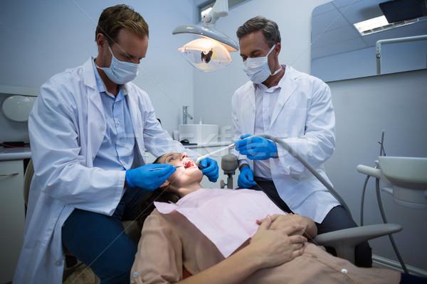 Dentistas feminino paciente ferramentas homem Foto stock © wavebreak_media