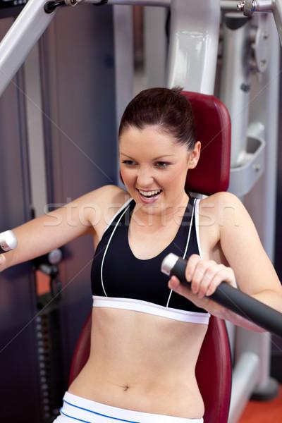 Charmant athlétique femme banc presse fitness Photo stock © wavebreak_media