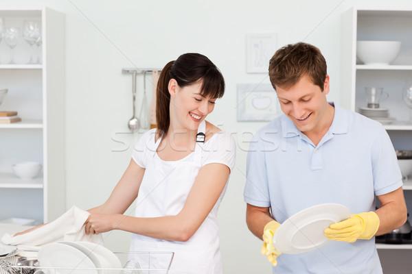 любителей мытье посуды вместе кухне женщину воды Сток-фото © wavebreak_media