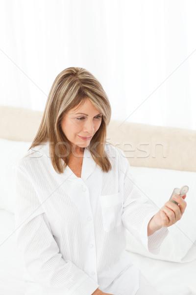 Chorych kobieta pigułki domu osoby Zdjęcia stock © wavebreak_media